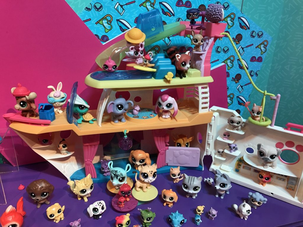 A review of the Littlest Pet Shop LPS Cruise Ship including best prices